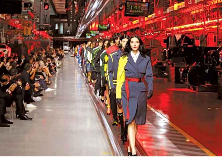 Do Asfalto para as Passarelas  Ferrari Debuta na Moda